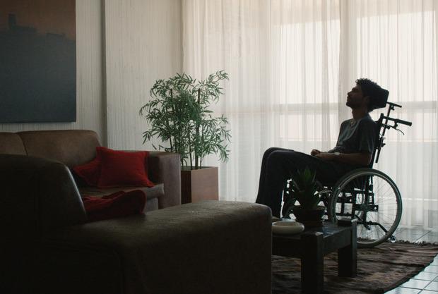 Protagonista Diego é interpretado por Rômulo Braga, melhor ator no Festival de Brasília em 2016. Foto: Inquieta Cinema Cultura e Comunicação/Divulgação