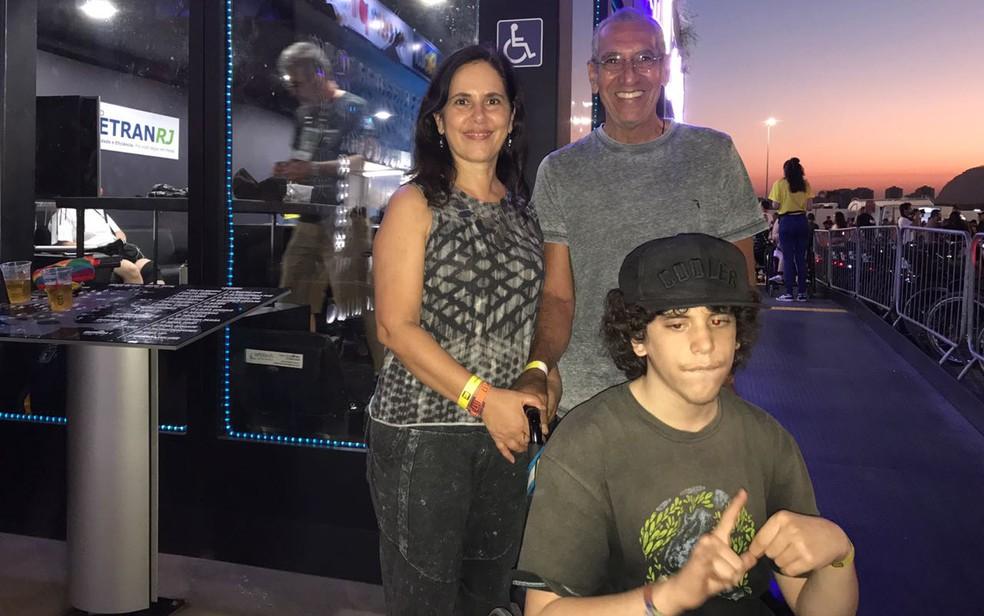 João pela primeira vez no Rock in Rio com os pais (Foto: Lígia Modena / G1)