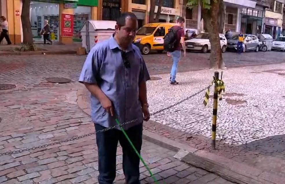 Ator do filme 'Todos' mostra dificuldades de andar nas ruas de Porto Alegre (Foto: Reprodução/RBS TV)