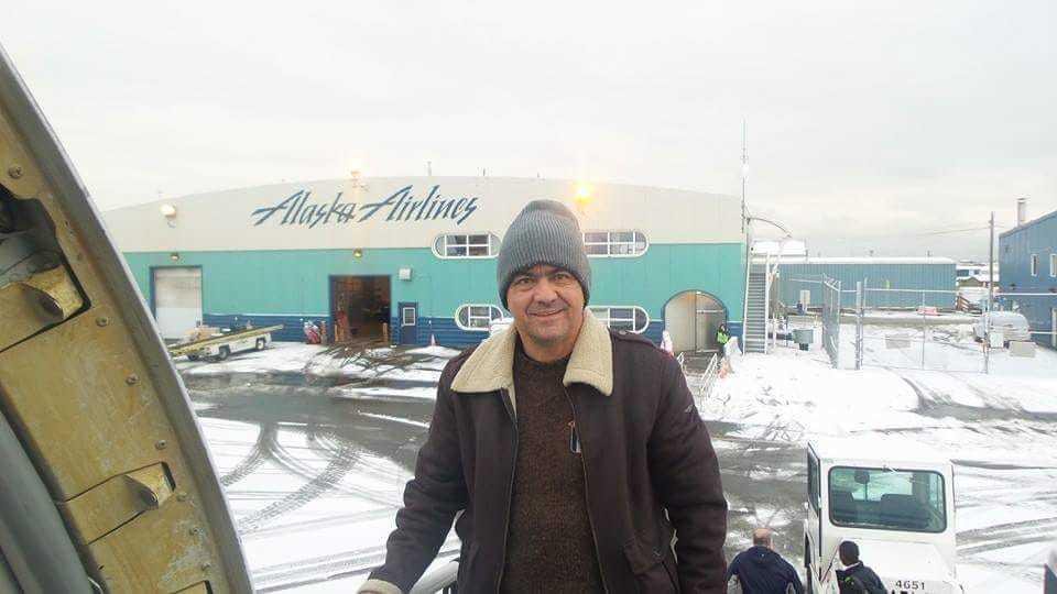 Luiz no aeroporto do Alasca
